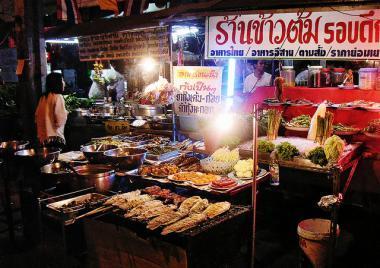 Stánek s jídlem v Bangkoku